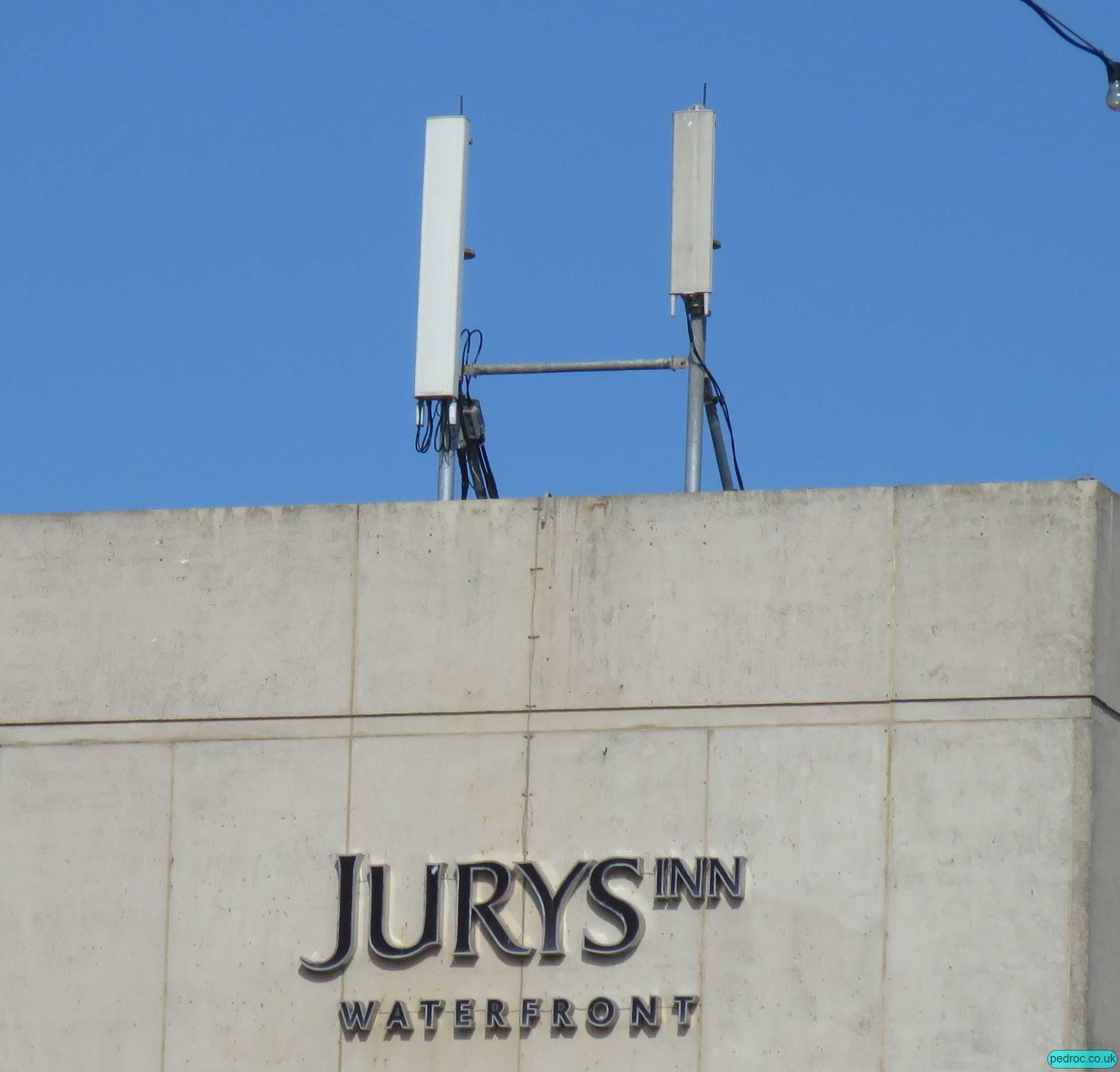 Brighton Jurys Inn EE/3 Mast