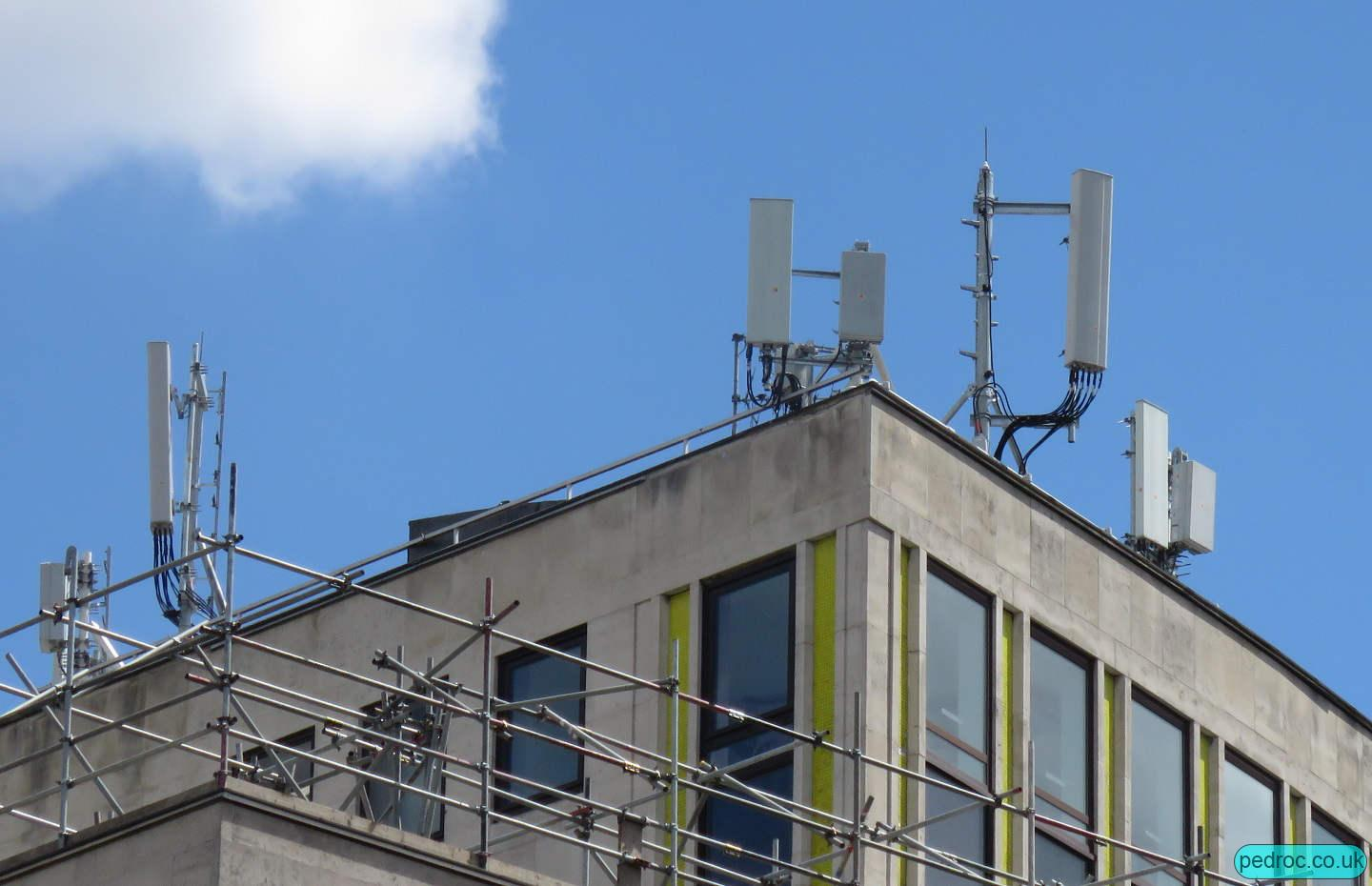 St Paul's Cheapside EE/VF mast with EE 5G.