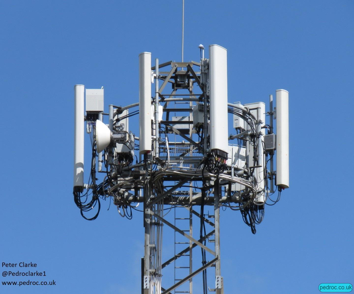 EE 5G Mast in the Marfleet area of Hull using Huawei RRU 5258 for 8T8R N78 and Huawei AOC4518r8v06 antennas.