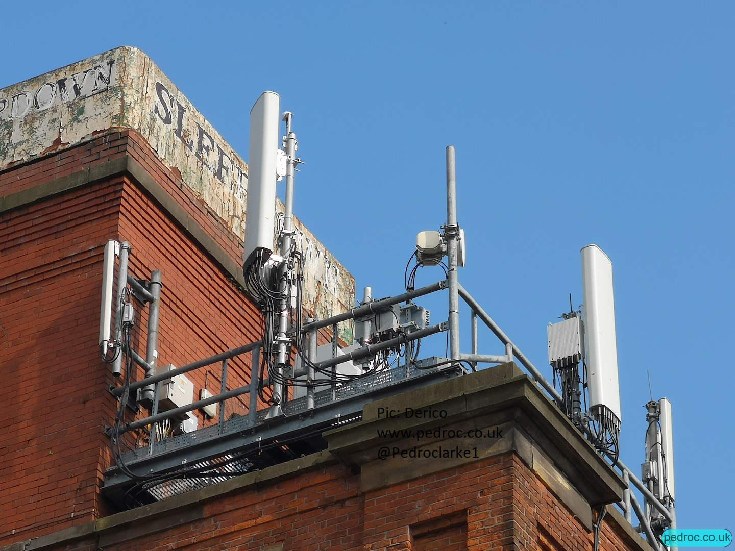 EE 5G Mast in Manchester Bower Street using Huawei RRU 5258 for 8T8R N78 and Huawei AOC4518r8v06 antennas.