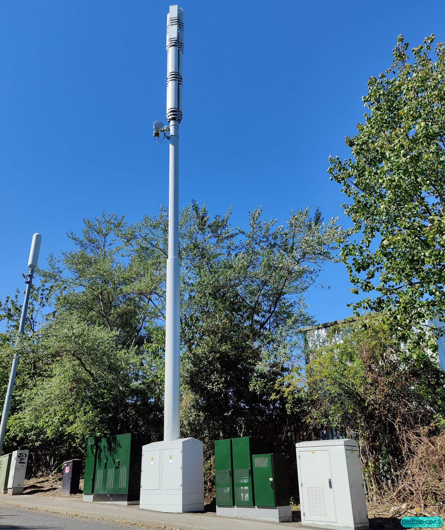 Phase 7 5G monopole/Streetpole for EE and Three