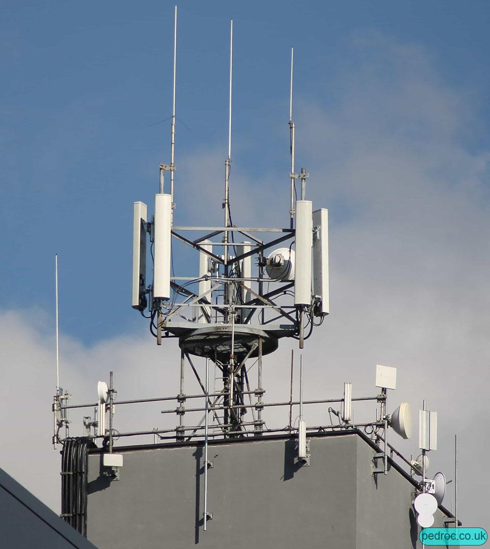 Image of EE and Three 4G mast
