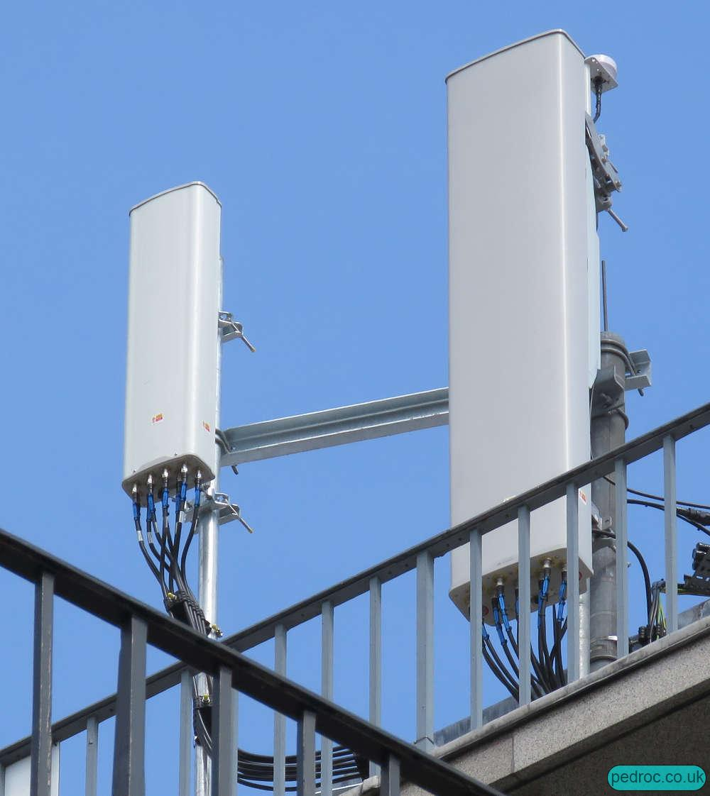 Image of O2 Huawei Six Sector 4G mast