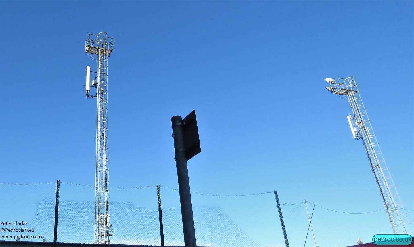 O2 Ericsson Site with kathrein antennas spread across two floodlight masts.