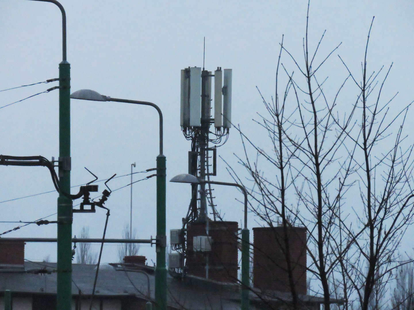 Orange and T-Mobile 4CA site on Zachodonia 15 with Huawei and Kathrein antennas and Huawei RRUs.