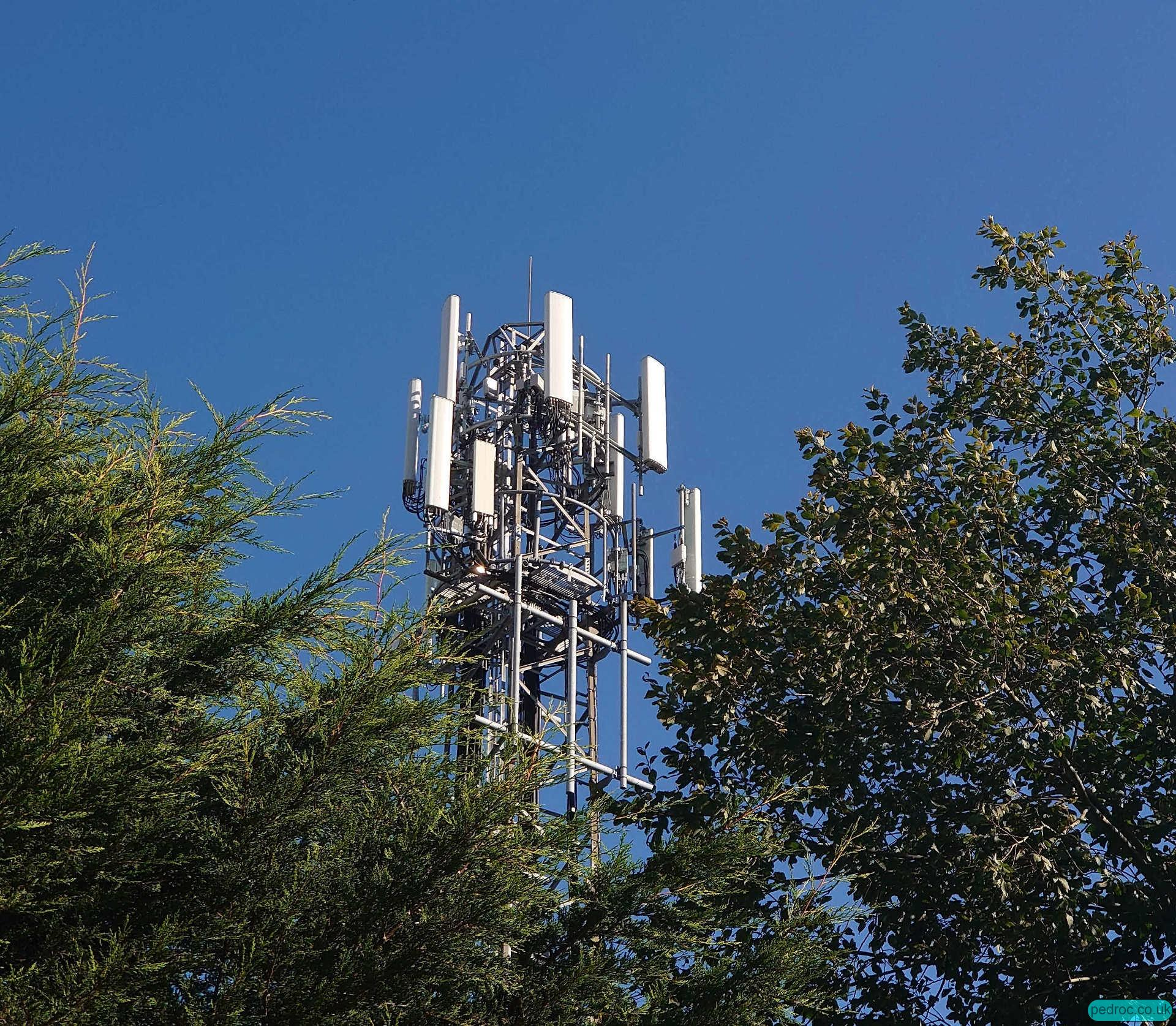 Three UK Chariot project Huawei mast rebuild with 4T4R across all the 4G bands.
