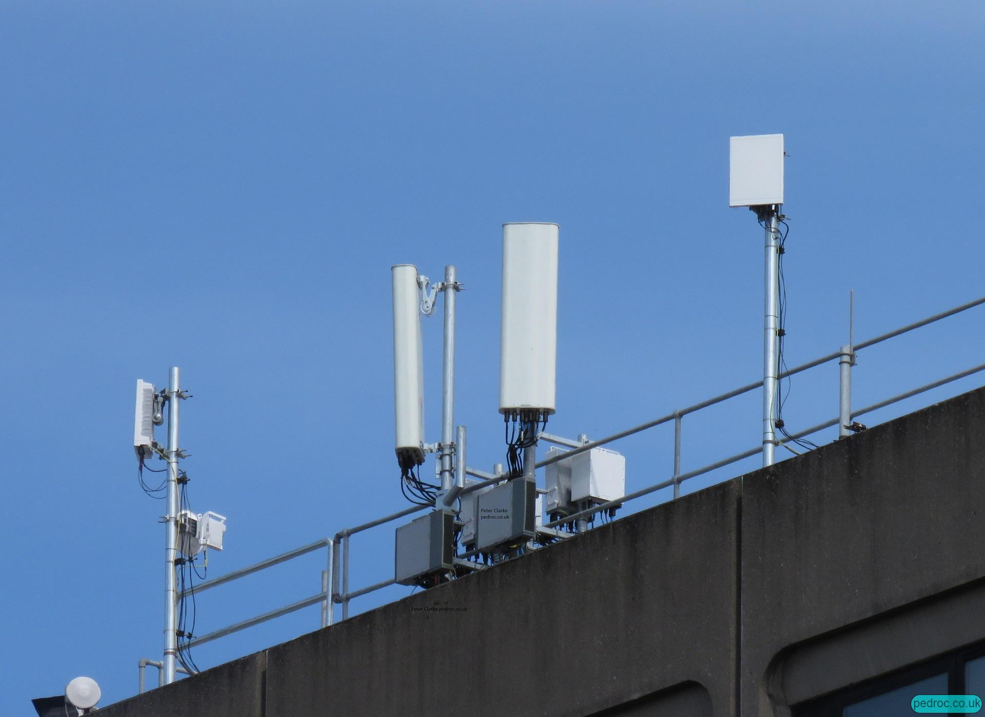 Three Ireland 5G site using Massive MIMO and 4G equipment (including B28) from Ericsson. Nokia U09 radios.